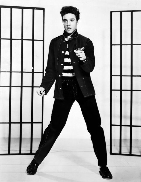 800px-elvis_presley_promoting_jailhouse_rock